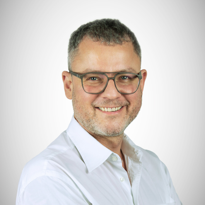 Portrait of Clemens Glade, Communication & Strategies Manager bei amiea-Academy
