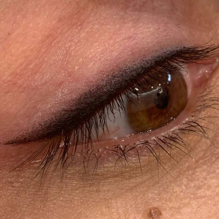 Eyeliner with permanent makeup (PMU) by amiea International Master Trainer Camilla Mello, example PMU eyeliner, close-up